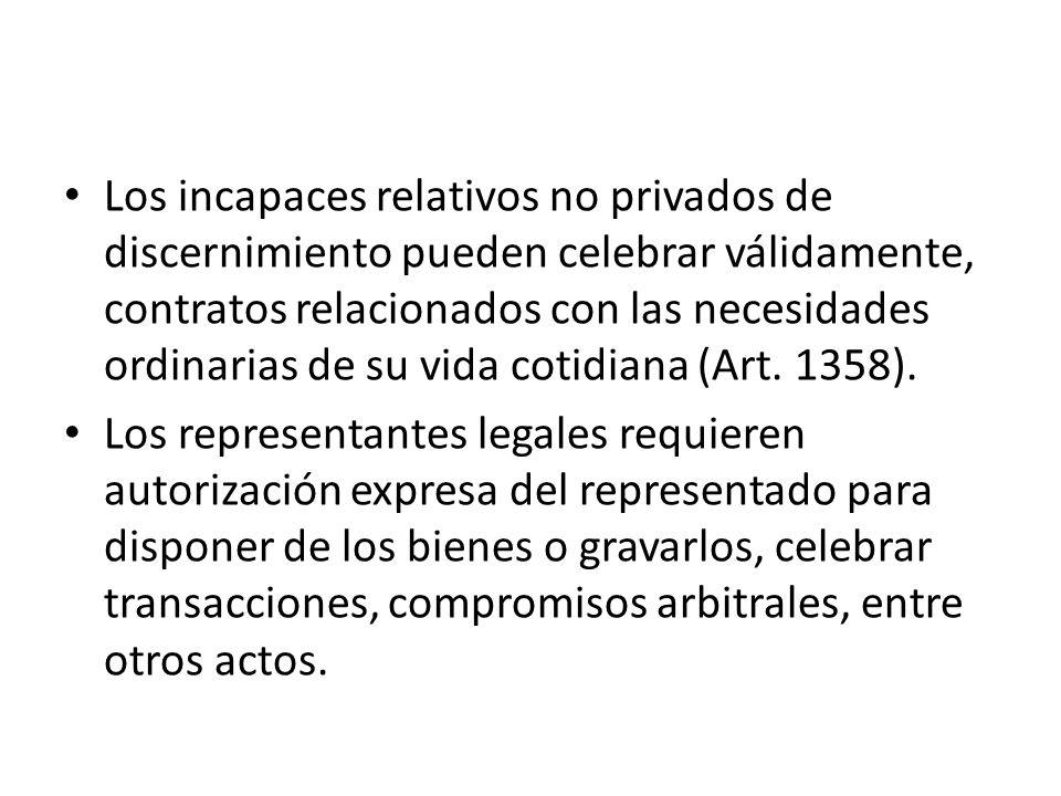 Los incapaces relativos no privados de discernimiento pueden celebrar válidamente, contratos relacionados con las necesidades ordinarias de su vida cotidiana (Art. 1358).
