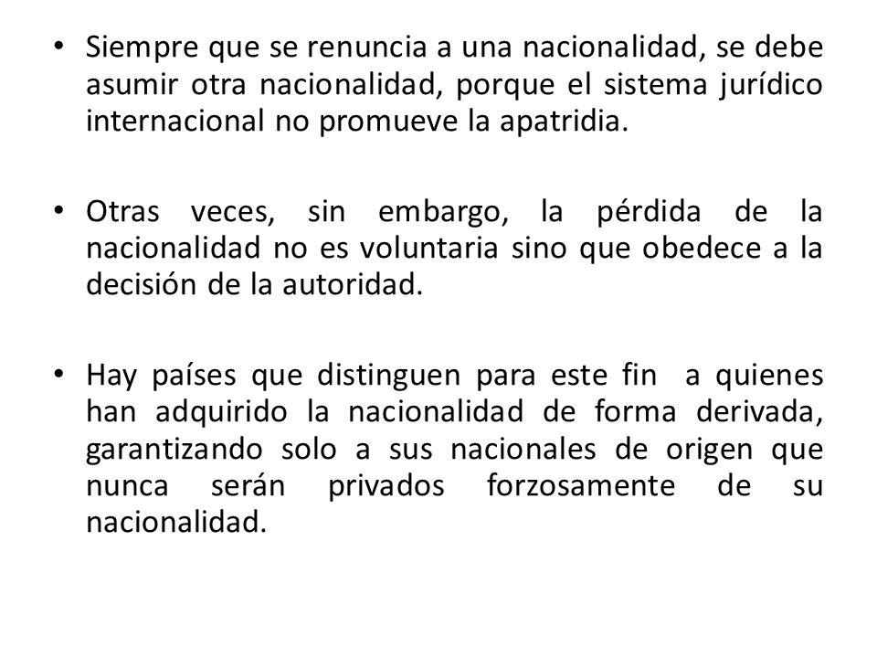 Siempre que se renuncia a una nacionalidad, se debe asumir otra nacionalidad, porque el sistema jurídico internacional no promueve la apatridia.