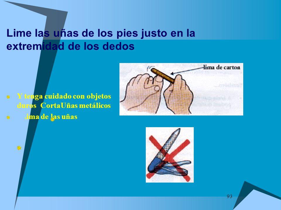Lime las uñas de los pies justo en la extremidad de los dedos