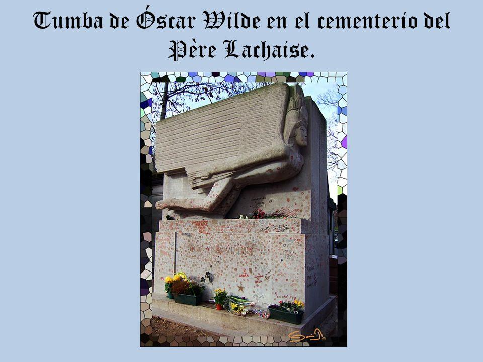 Tumba de Óscar Wilde en el cementerio del Père Lachaise.