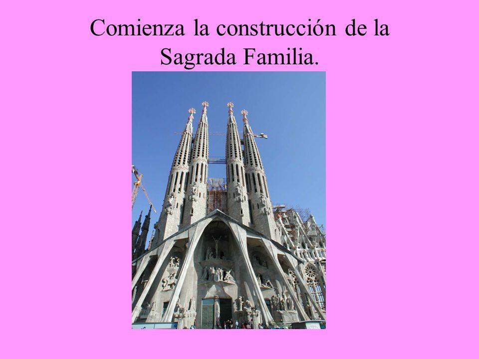 Comienza la construcción de la Sagrada Familia.