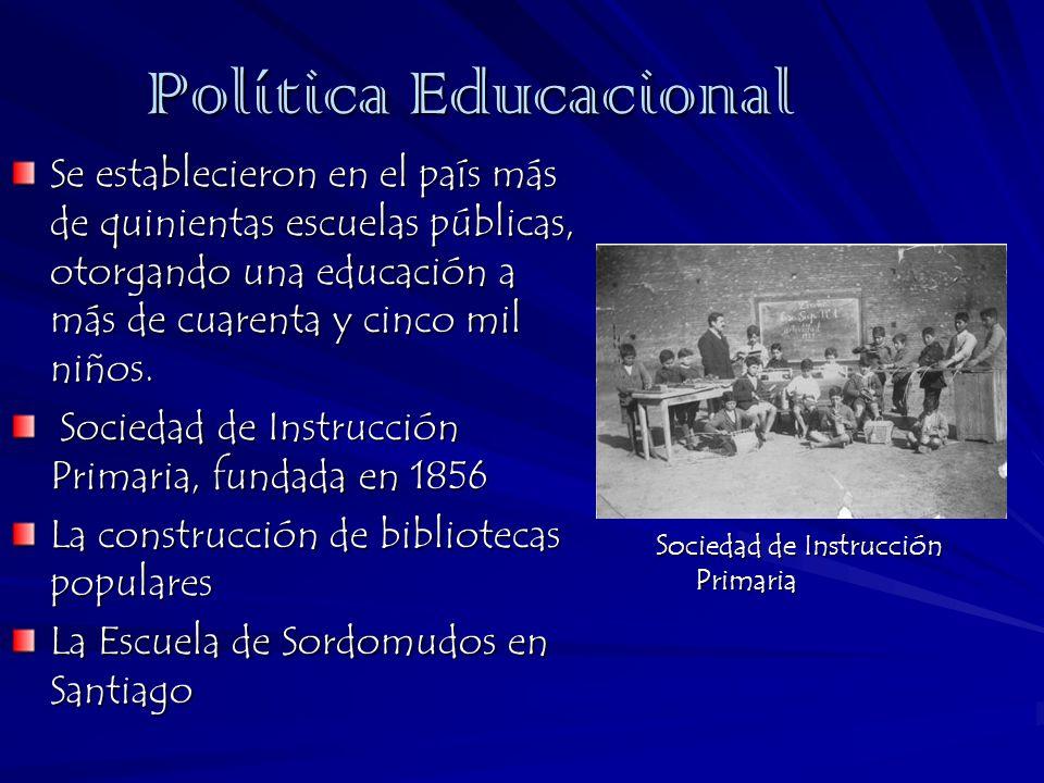Política EducacionalSe establecieron en el país más de quinientas escuelas públicas, otorgando una educación a más de cuarenta y cinco mil niños.