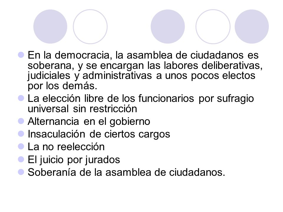 En la democracia, la asamblea de ciudadanos es soberana, y se encargan las labores deliberativas, judiciales y administrativas a unos pocos electos por los demás.
