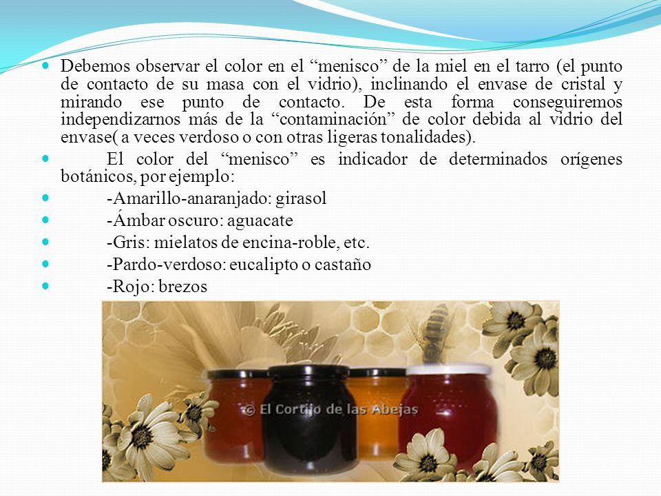 Debemos observar el color en el menisco de la miel en el tarro (el punto de contacto de su masa con el vidrio), inclinando el envase de cristal y mirando ese punto de contacto. De esta forma conseguiremos independizarnos más de la contaminación de color debida al vidrio del envase( a veces verdoso o con otras ligeras tonalidades).