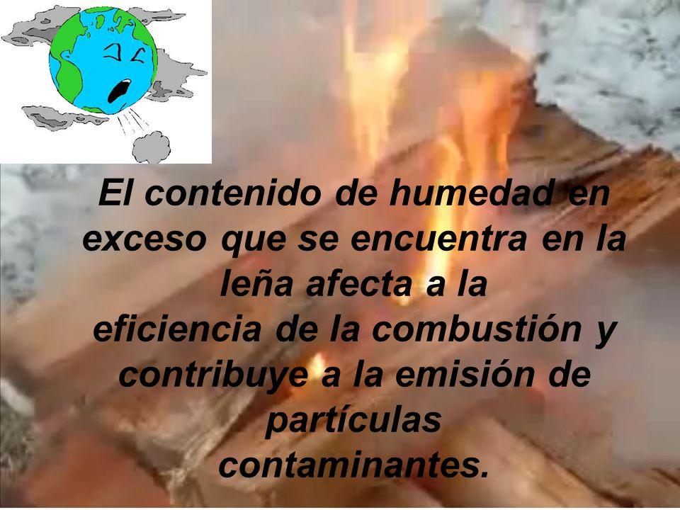 El contenido de humedad en exceso que se encuentra en la leña afecta a la eficiencia de la combustión y contribuye a la emisión de partículas contaminantes.
