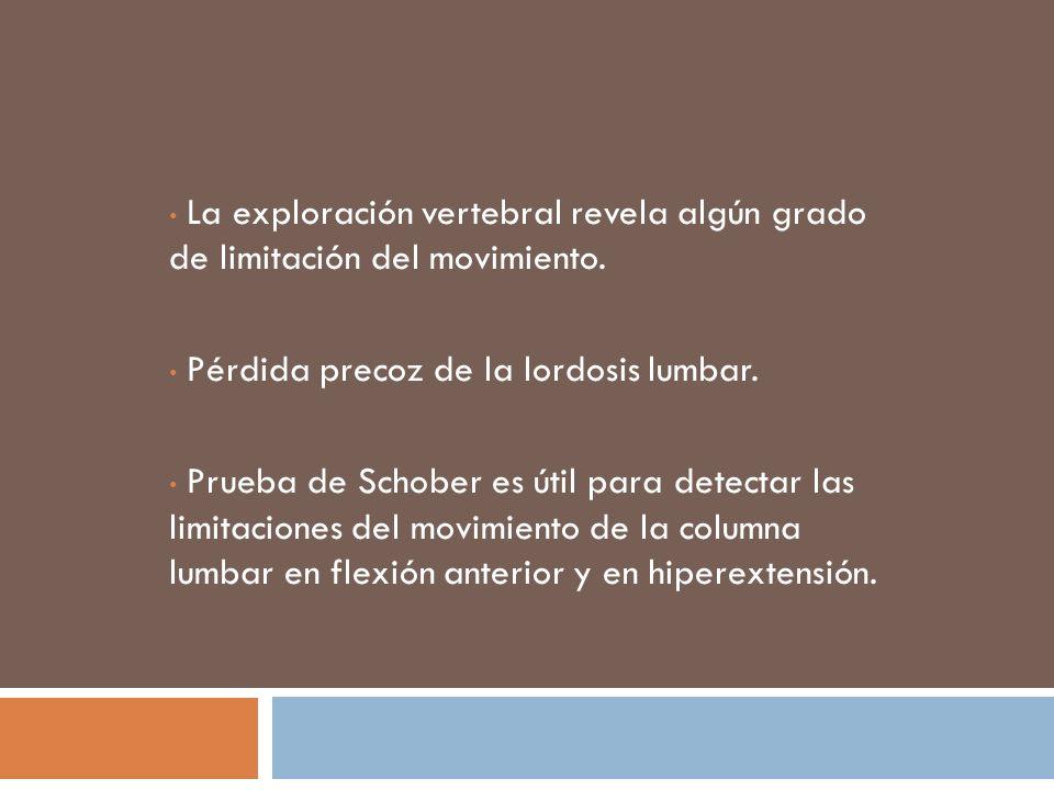 La exploración vertebral revela algún grado de limitación del movimiento.