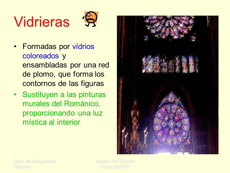 Vidrieras Formadas por vídrios coloreados y ensambladas por una red de plomo, que forma los contornos de las figuras.