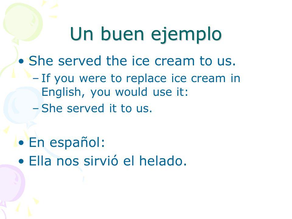 Un buen ejemplo She served the ice cream to us. En español: