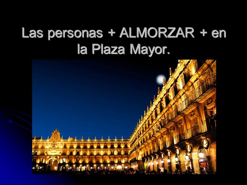 Las personas + ALMORZAR + en la Plaza Mayor.