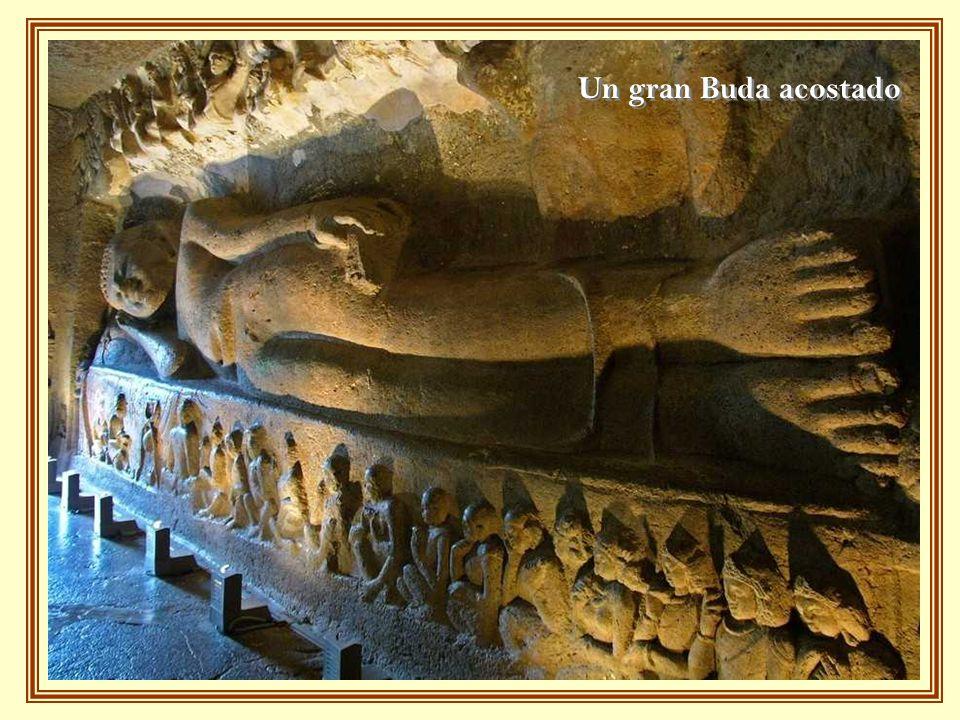 Un gran Buda acostado
