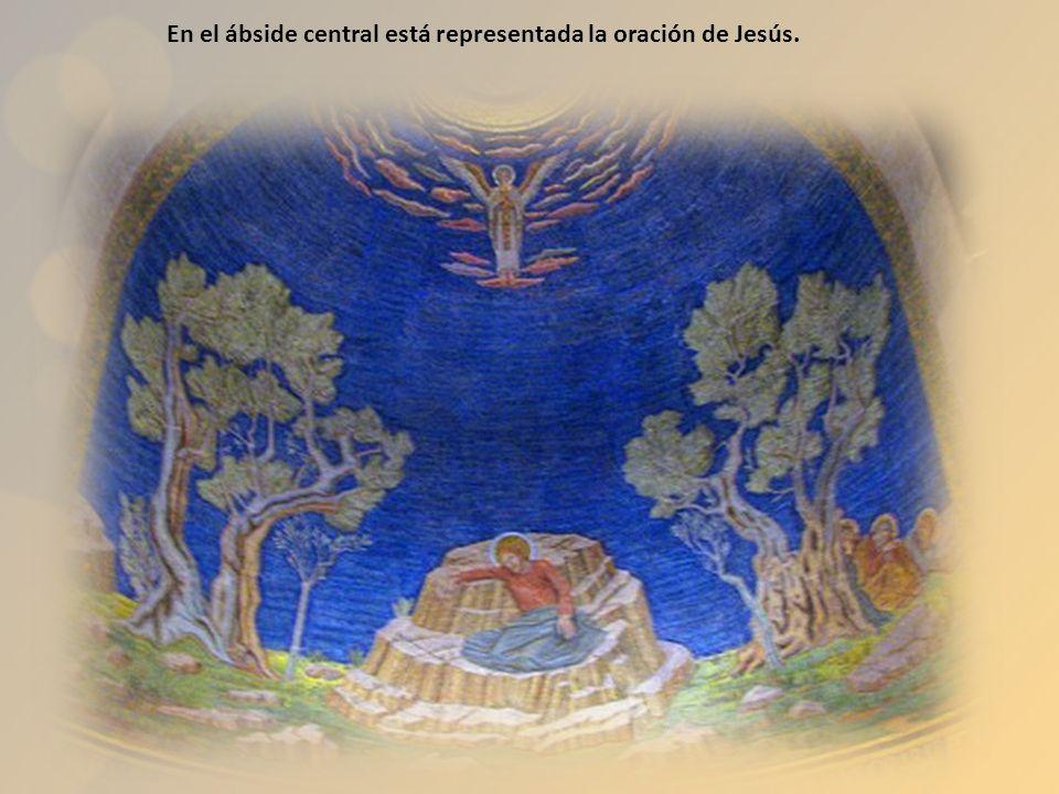 En el ábside central está representada la oración de Jesús.