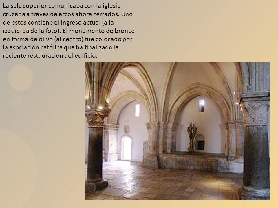 La sala superior comunicaba con la iglesia cruzada a través de arcos ahora cerrados.
