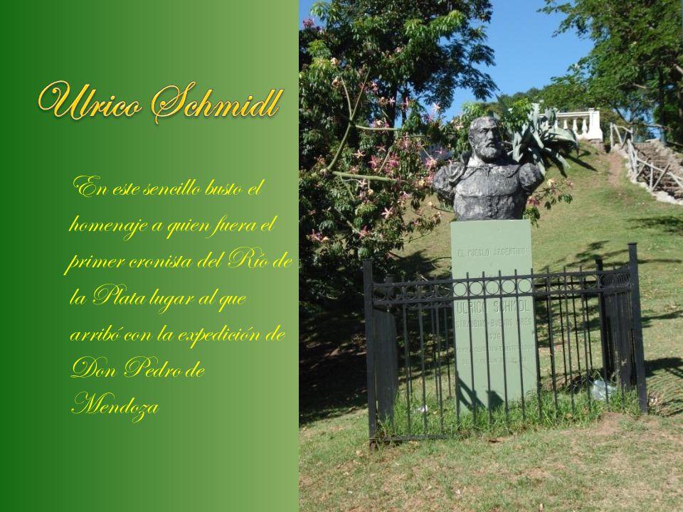 En este sencillo busto el homenaje a quien fuera el primer cronista del Río de la Plata lugar al que arribó con la expedición de Don Pedro de Mendoza