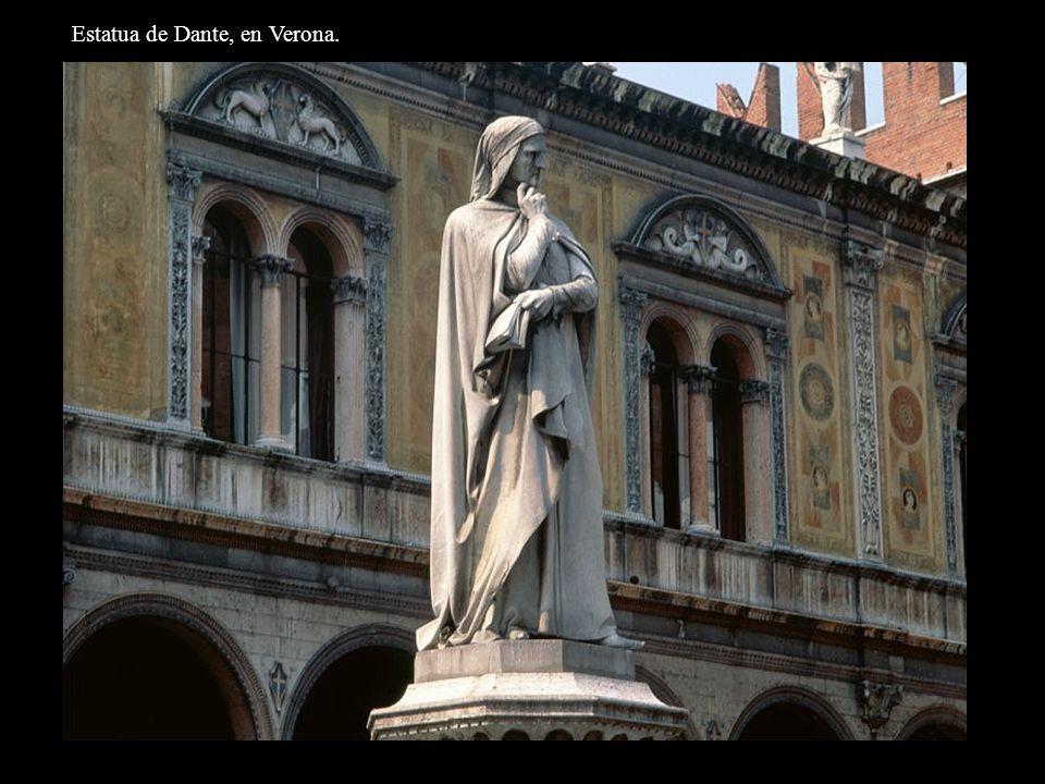 Estatua de Dante, en Verona.