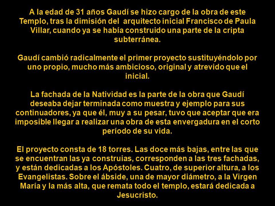 A la edad de 31 años Gaudí se hizo cargo de la obra de este Templo, tras la dimisión del arquitecto inicial Francisco de Paula Villar, cuando ya se había construido una parte de la cripta subterránea.