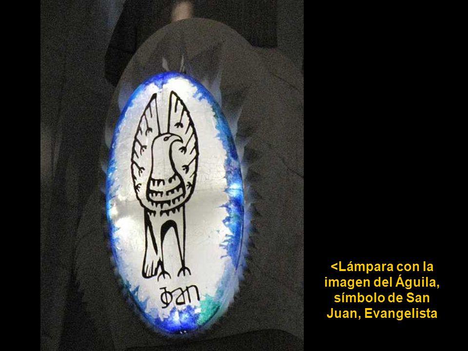 <Lámpara con la imagen del Águila, símbolo de San Juan, Evangelista
