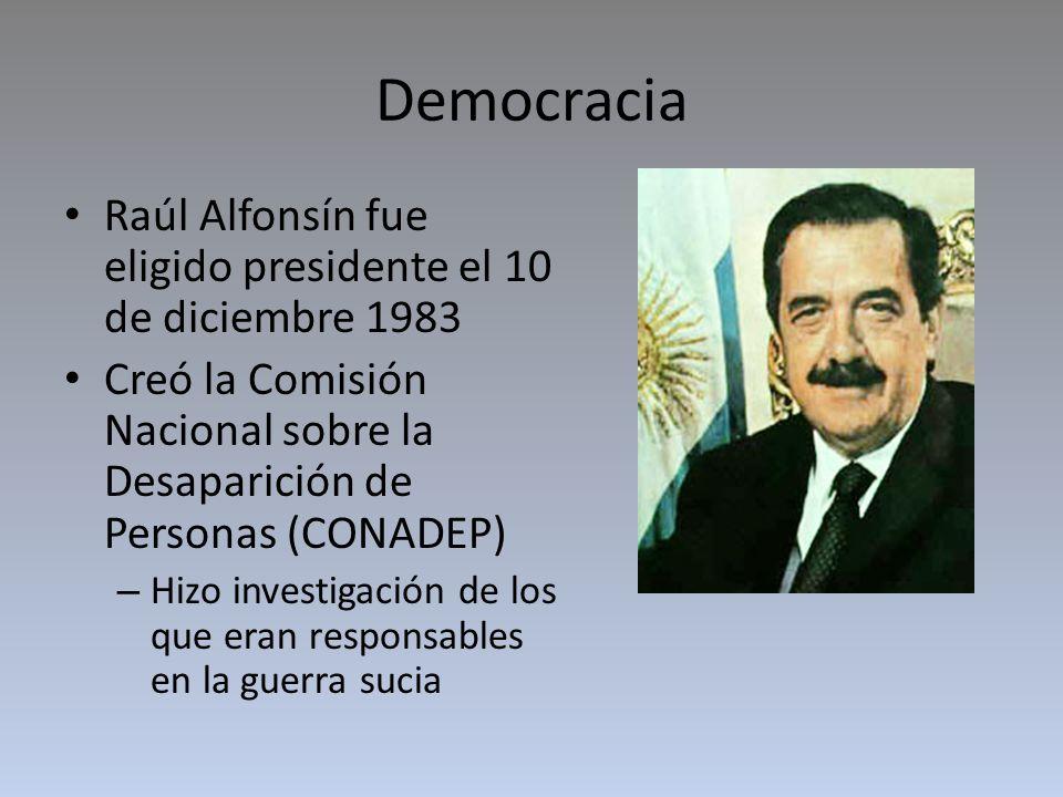 Democracia Raúl Alfonsín fue eligido presidente el 10 de diciembre 1983. Creó la Comisión Nacional sobre la Desaparición de Personas (CONADEP)