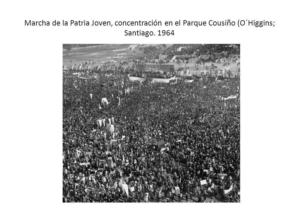 Marcha de la Patria Joven, concentración en el Parque Cousiño (O´Higgins; Santiago. 1964