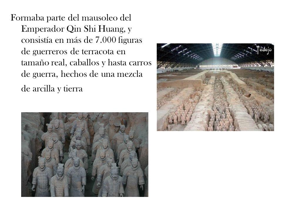 Formaba parte del mausoleo del Emperador Qin Shi Huang, y consistía en más de 7.000 figuras de guerreros de terracota en tamaño real, caballos y hasta carros de guerra, hechos de una mezcla de arcilla y tierra