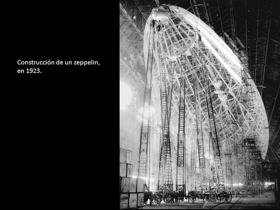 Construcción de un zeppelin, en 1923.