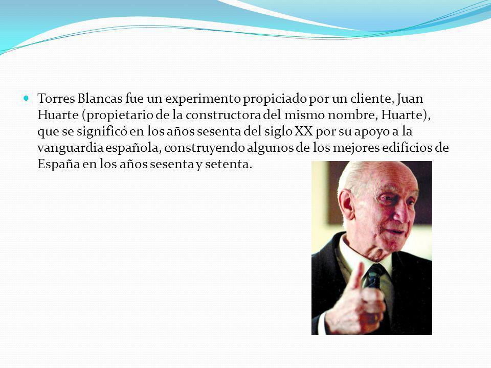 Torres Blancas fue un experimento propiciado por un cliente, Juan Huarte (propietario de la constructora del mismo nombre, Huarte), que se significó en los años sesenta del siglo XX por su apoyo a la vanguardia española, construyendo algunos de los mejores edificios de España en los años sesenta y setenta.