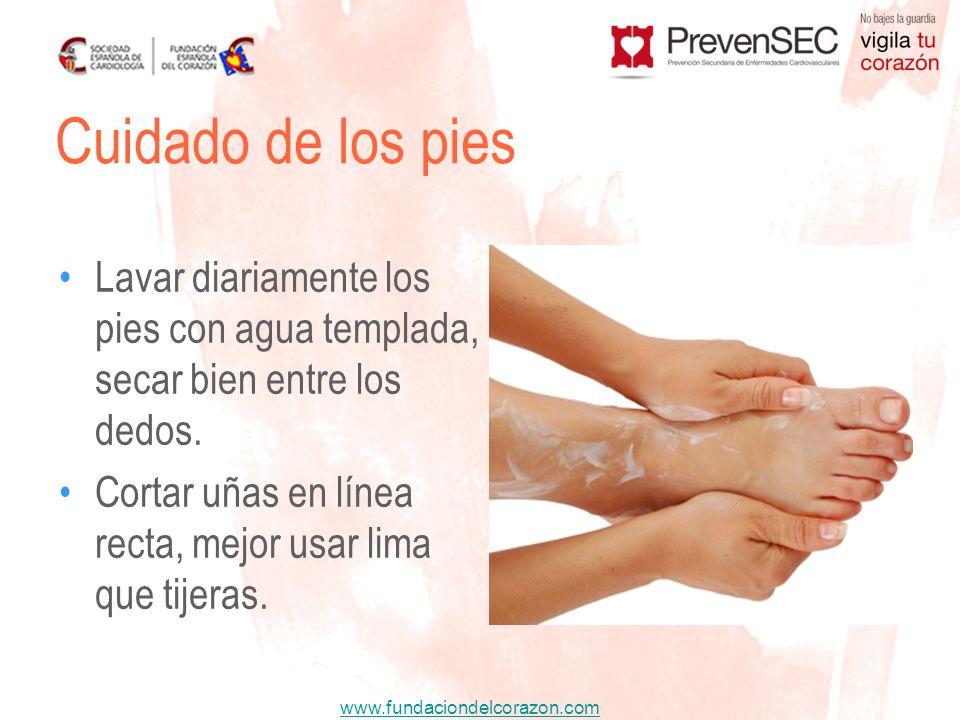 Cuidado de los pies Lavar diariamente los pies con agua templada, secar bien entre los dedos.