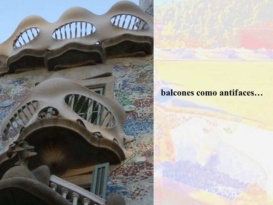 balcones como antifaces…