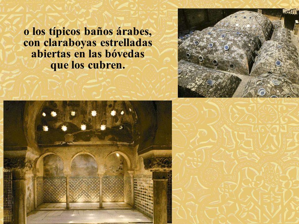 o los típicos baños árabes, con claraboyas estrelladas abiertas en las bóvedas