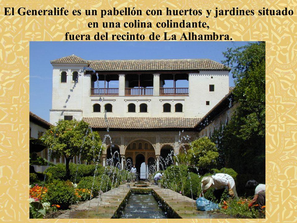 fuera del recinto de La Alhambra.