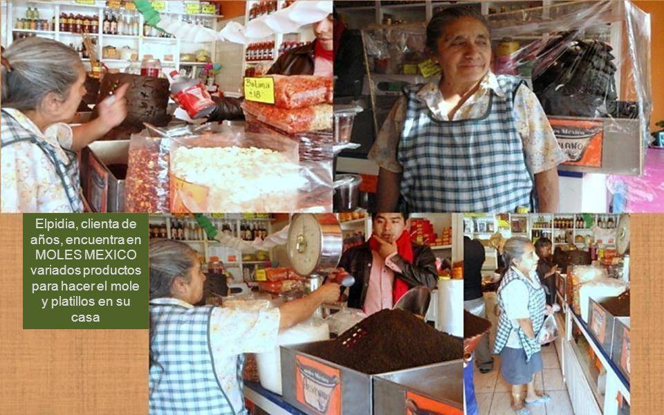 Elpidia, clienta de años, encuentra en MOLES MEXICO variados productos para hacer el mole y platillos en su casa