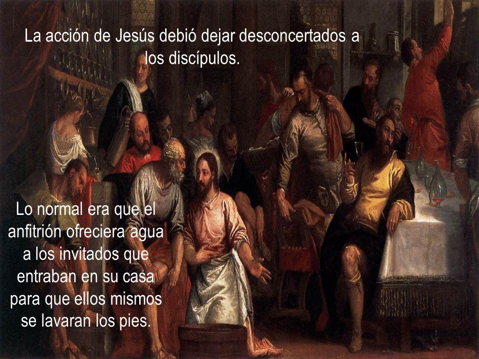 La acción de Jesús debió dejar desconcertados a los discípulos.
