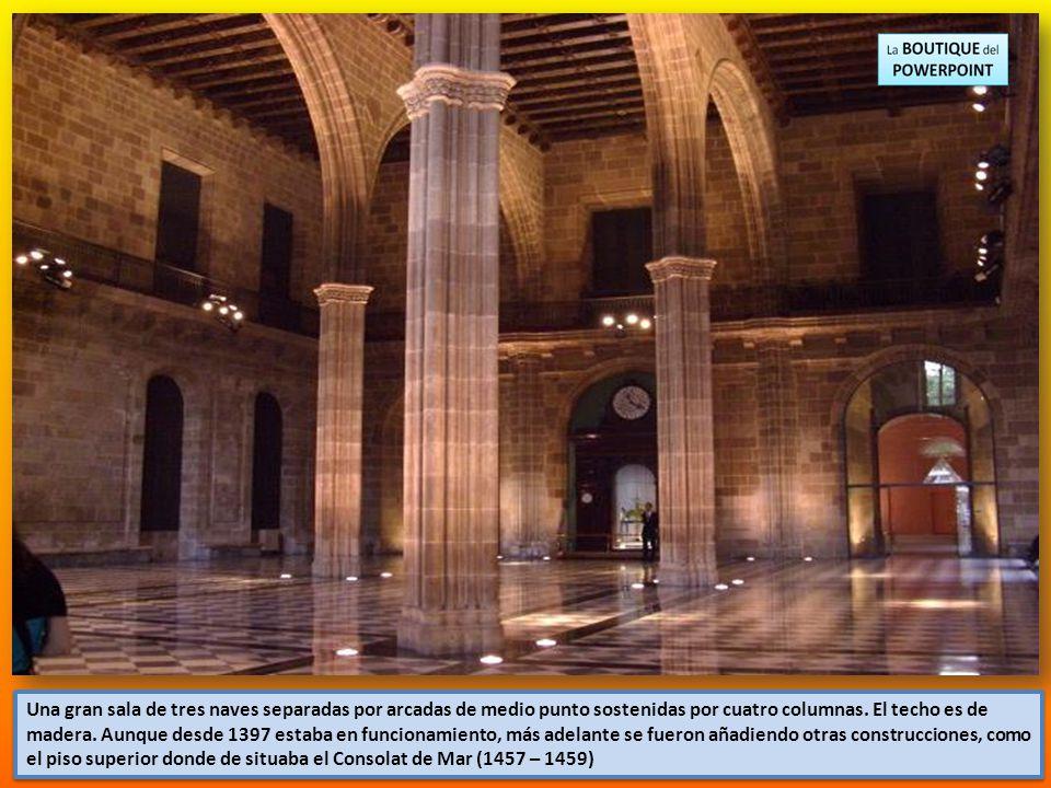Una gran sala de tres naves separadas por arcadas de medio punto sostenidas por cuatro columnas.