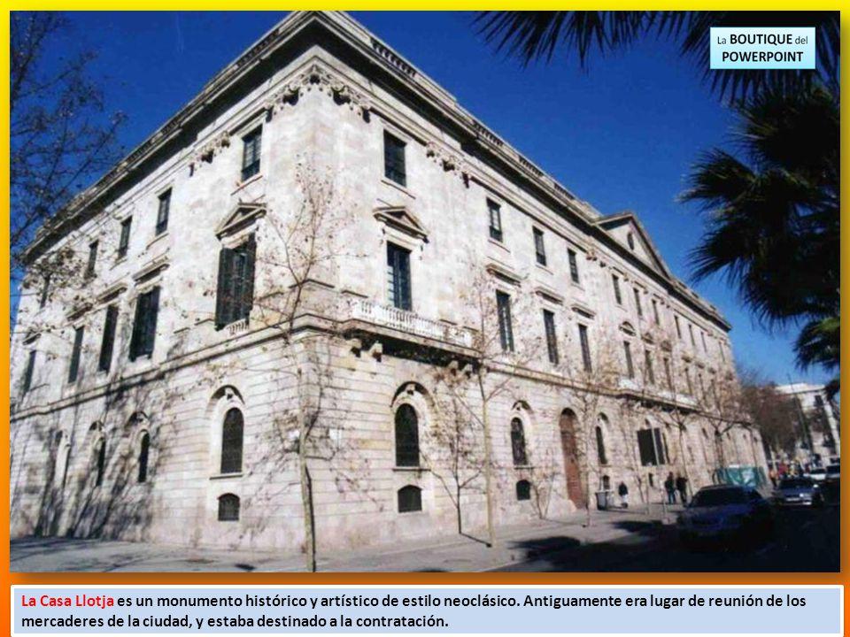 La Casa Llotja es un monumento histórico y artístico de estilo neoclásico.