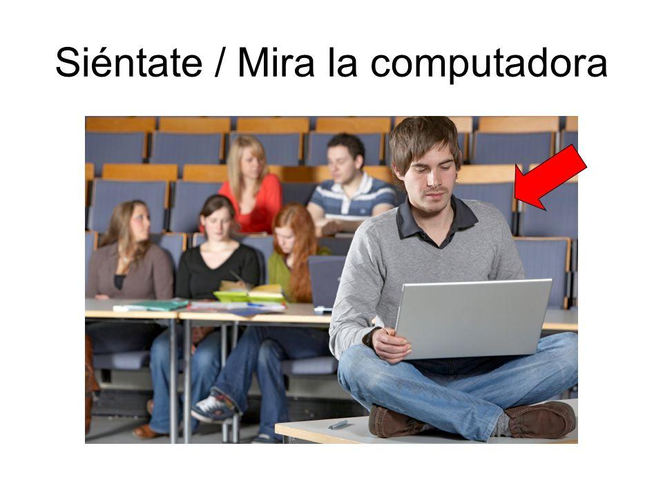 Siéntate / Mira la computadora