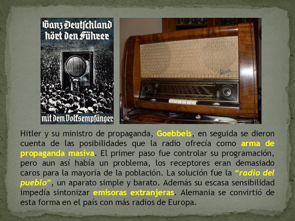 Hitler y su ministro de propaganda, Goebbels, en seguida se dieron cuenta de las posibilidades que la radio ofrecía como arma de propaganda masiva.