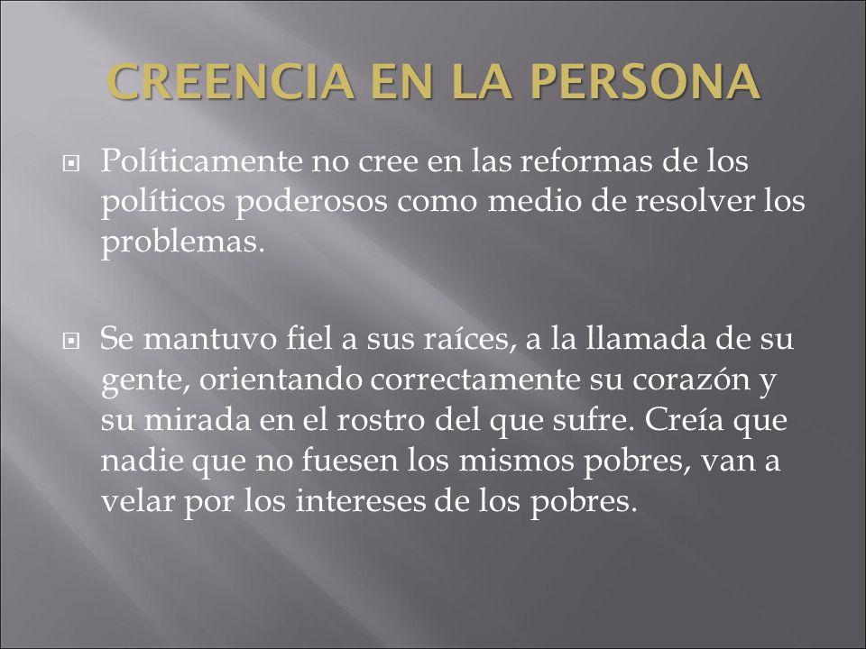 Creencia en la personaPolíticamente no cree en las reformas de los políticos poderosos como medio de resolver los problemas.