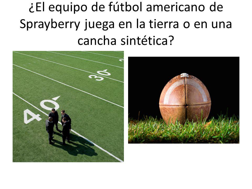 ¿El equipo de fútbol americano de Sprayberry juega en la tierra o en una cancha sintética
