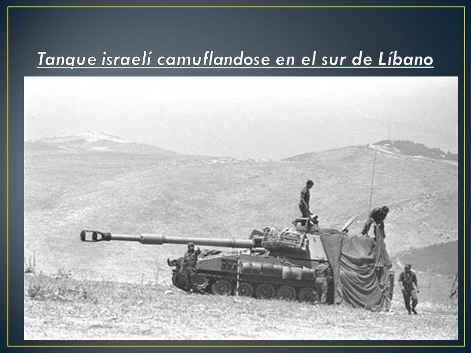 Tanque israelí camuflandose en el sur de Líbano