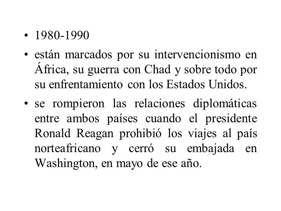 1980-1990 están marcados por su intervencionismo en África, su guerra con Chad y sobre todo por su enfrentamiento con los Estados Unidos.