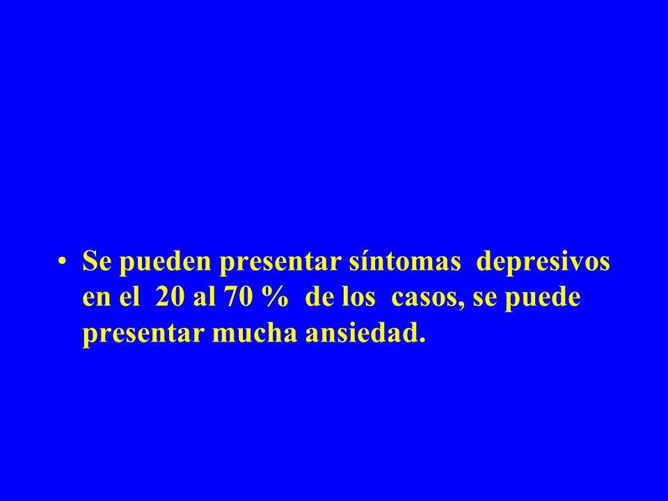 Se pueden presentar síntomas depresivos en el 20 al 70 % de los casos, se puede presentar mucha ansiedad.