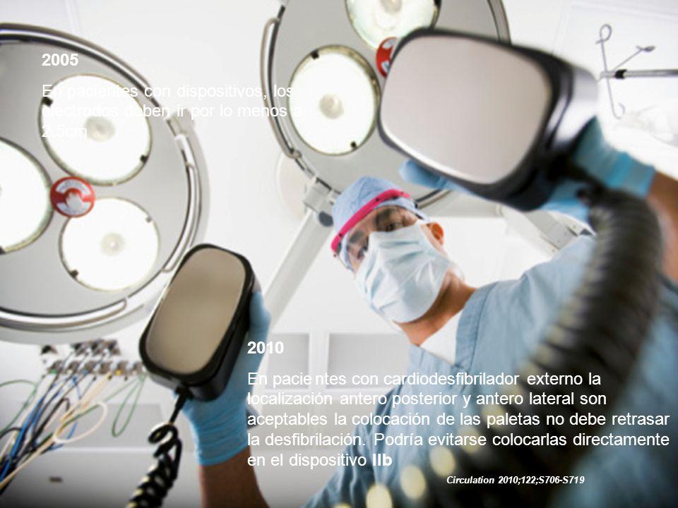 2005 En pacientes con dispositivos, los electrodos deben ir por lo menos a 2.5cm. 2010.