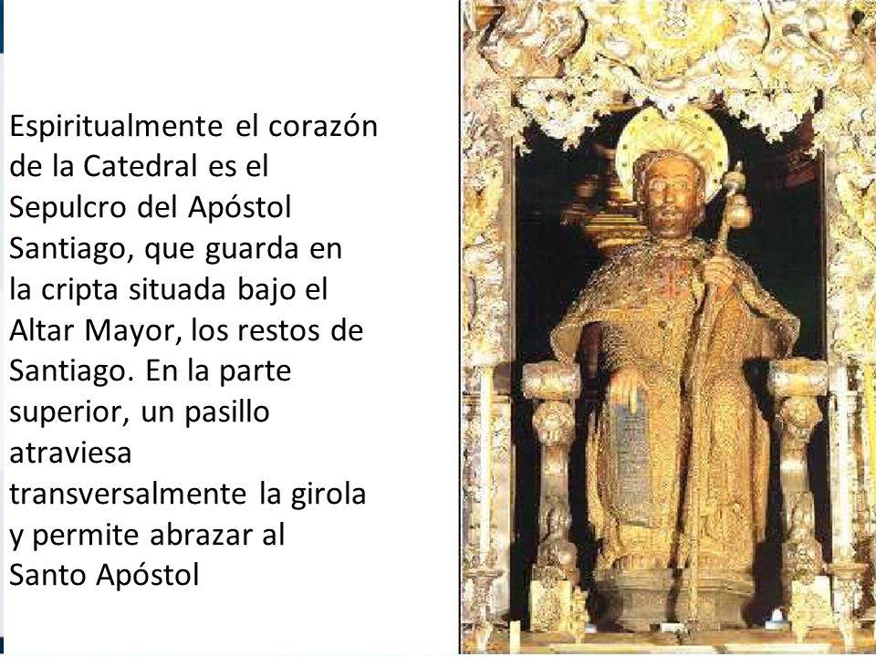 Espiritualmente el corazón de la Catedral es el Sepulcro del Apóstol Santiago, que guarda en la cripta situada bajo el Altar Mayor, los restos de Santiago.