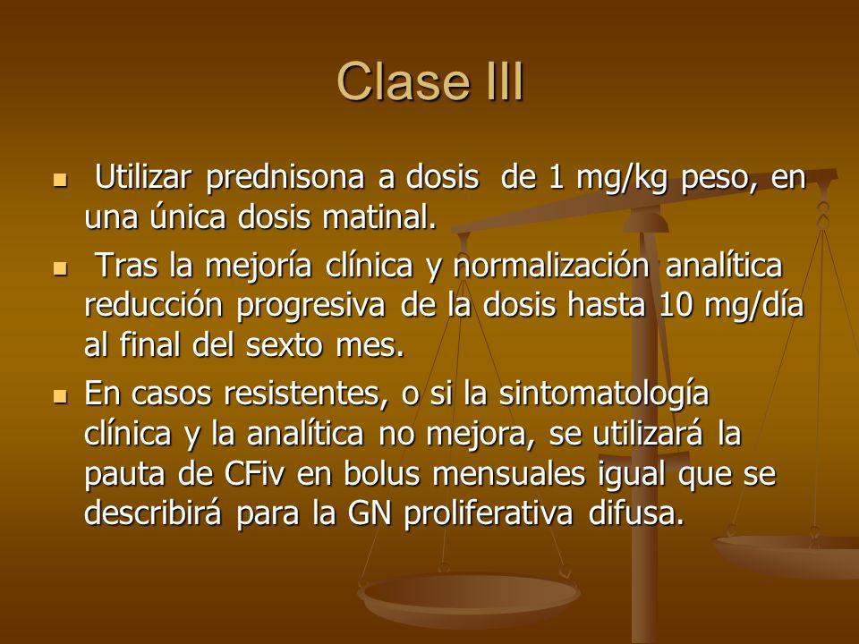 Clase III Utilizar prednisona a dosis de 1 mg/kg peso, en una única dosis matinal.