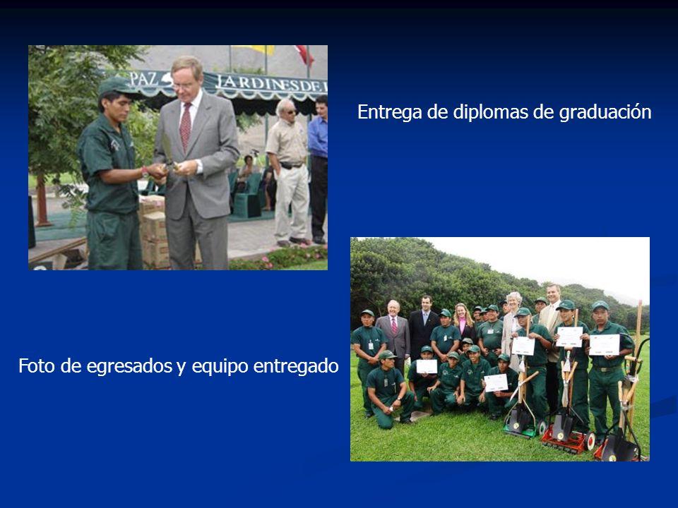 Entrega de diplomas de graduación