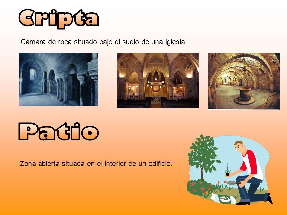 Cripta Patio Cámara de roca situado bajo el suelo de una iglesia.