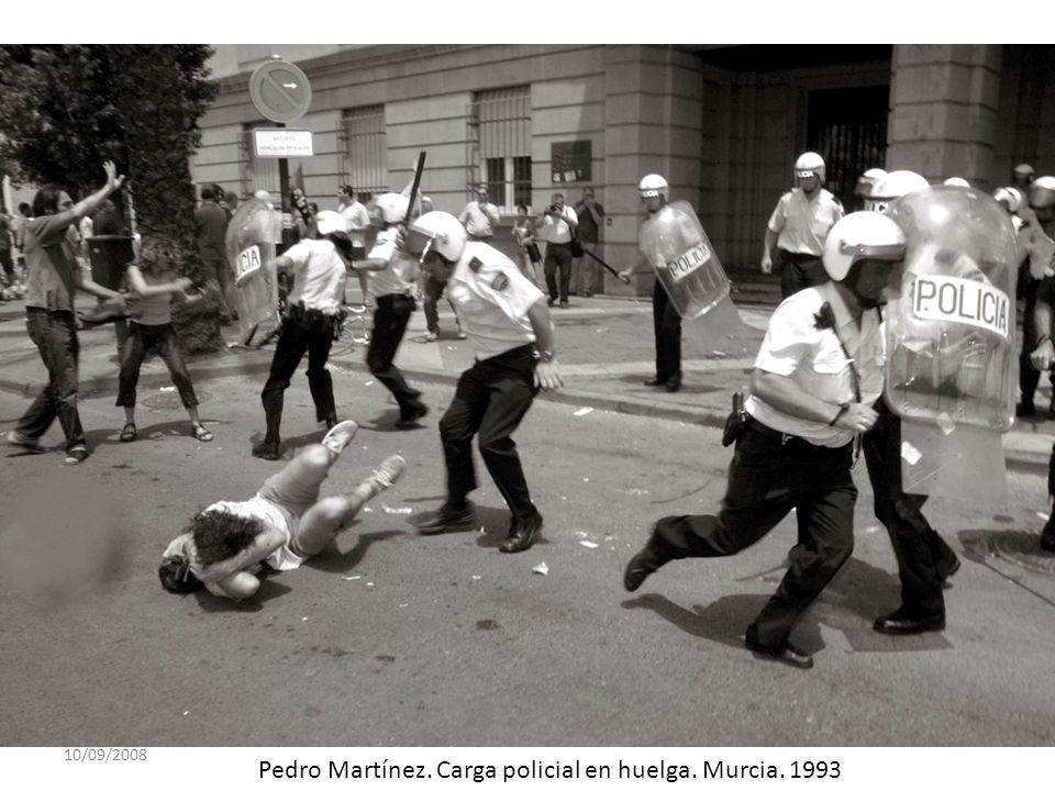 Pedro Martínez. Carga policial en huelga. Murcia. 1993
