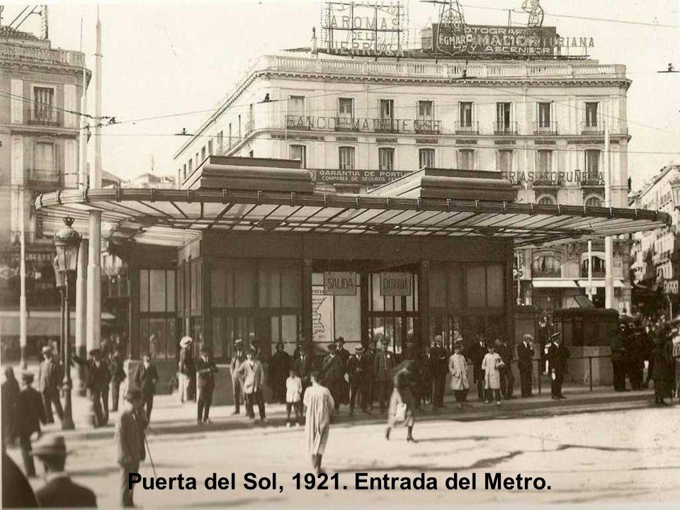 Puerta del Sol, 1921. Entrada del Metro.