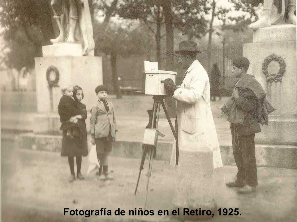 Fotografía de niños en el Retiro, 1925.