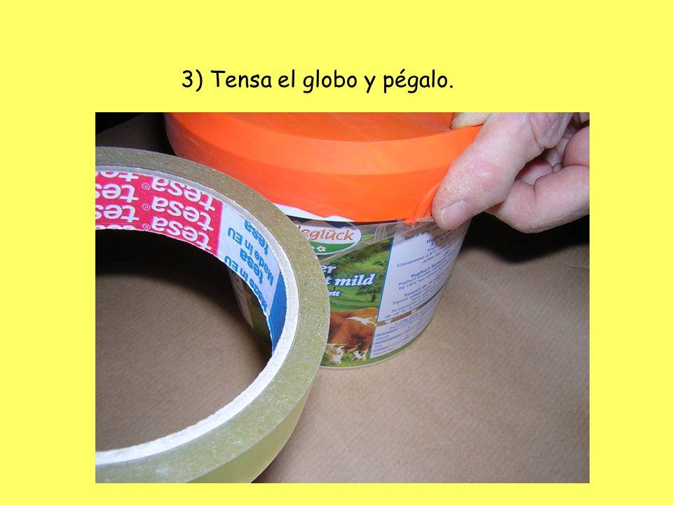 3) Tensa el globo y pégalo.