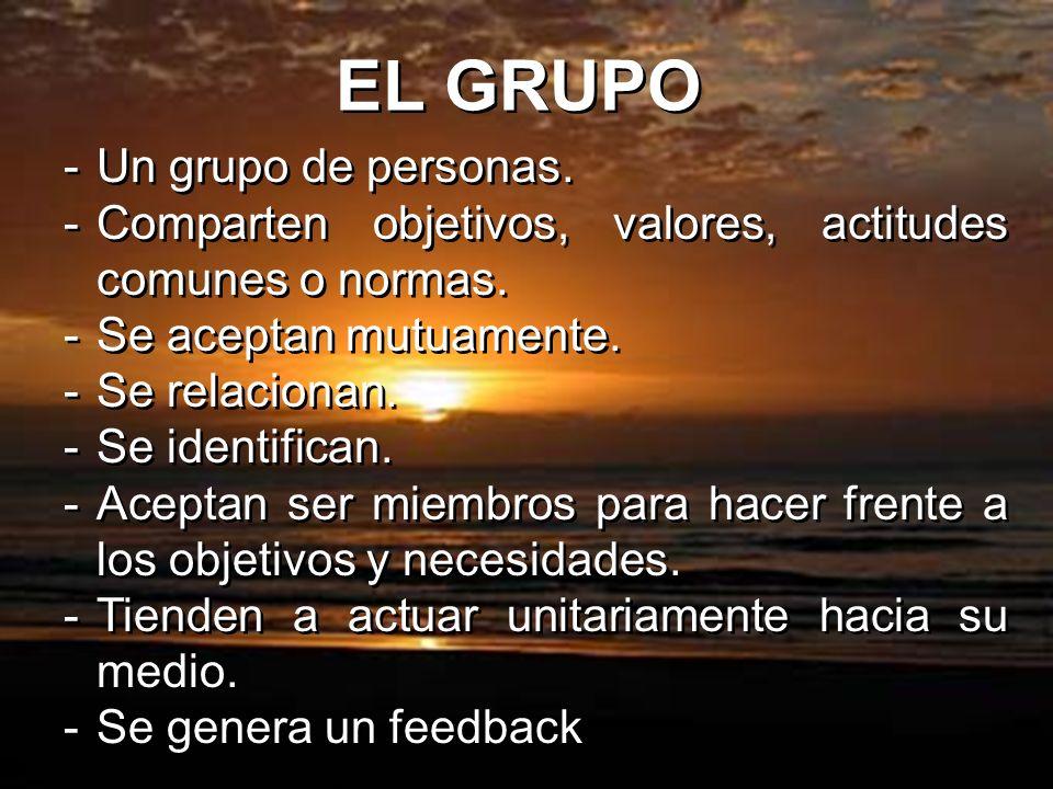 EL GRUPO Un grupo de personas.